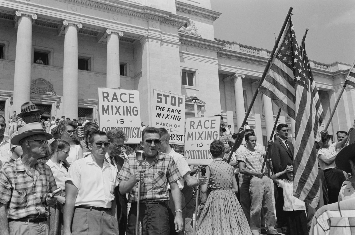 racial discrimination in america during the 1950s President roosevelt issues executive order 8802 banning racial discrimination in hiring of government of defense industry during world war ii (schuman et al, 54) florida - voting rights protected [statute.