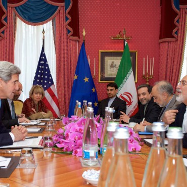 US Secretary of State John Kerry speaks with Iranian Foreign Minister Javad Zarif during negotiations in March. US Department of State / Flickr
