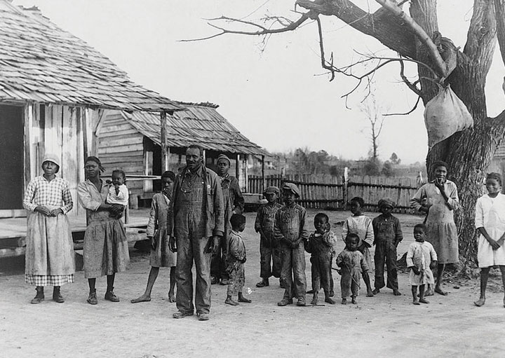 A sharecropping family in Alabama (1939). Flat World Education
