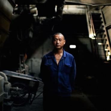 A factory worker in Beijing. Raphael Olivier / Flickr
