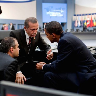 Turkish Prime Minister Recep Tayyip Erdoğan confers with President Obama. The White House / Flickr