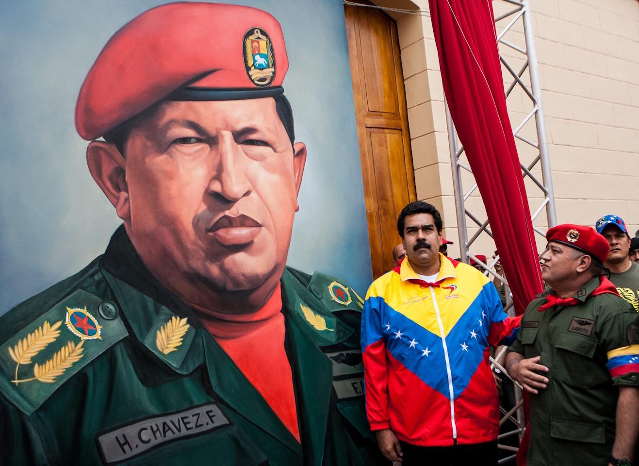 https://images.jacobinmag.com/2015/12/17010548/maduro_diosdado_chavez_efe.jpg