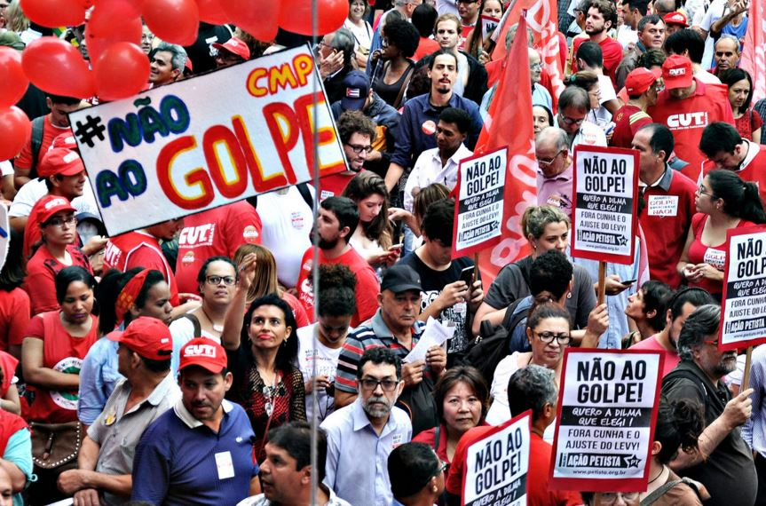 A major trade union protest against Dilma Rousseff's potential impeachment in São Paulo on December 16, 2015. Robson B. Sampaio / Flickr