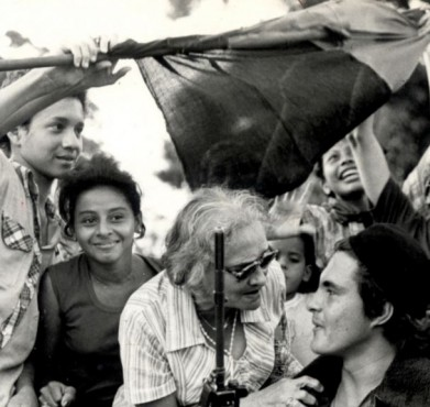 Supporters with Sandinista fighters in Managua, Nicaragua. LaVerne Coleman / The Tico Times