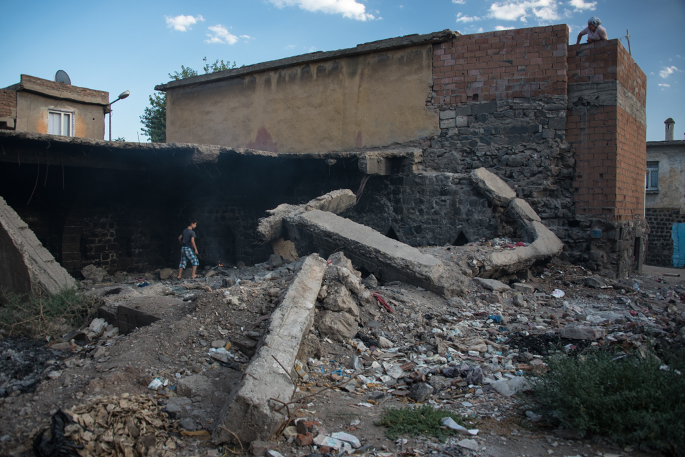 Rubble in the streets of Diyarbakır's Sur district leftover from military operations over the last year. Diego Cupolo / Jacobin