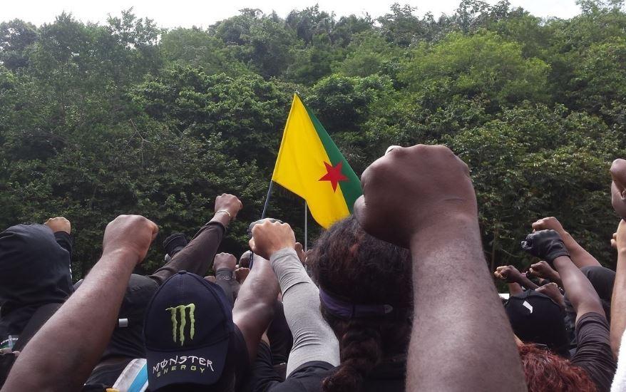 今年(2017)四月,在圭亞那庫魯的抗爭群眾。(攝影:Jeremy Beck)