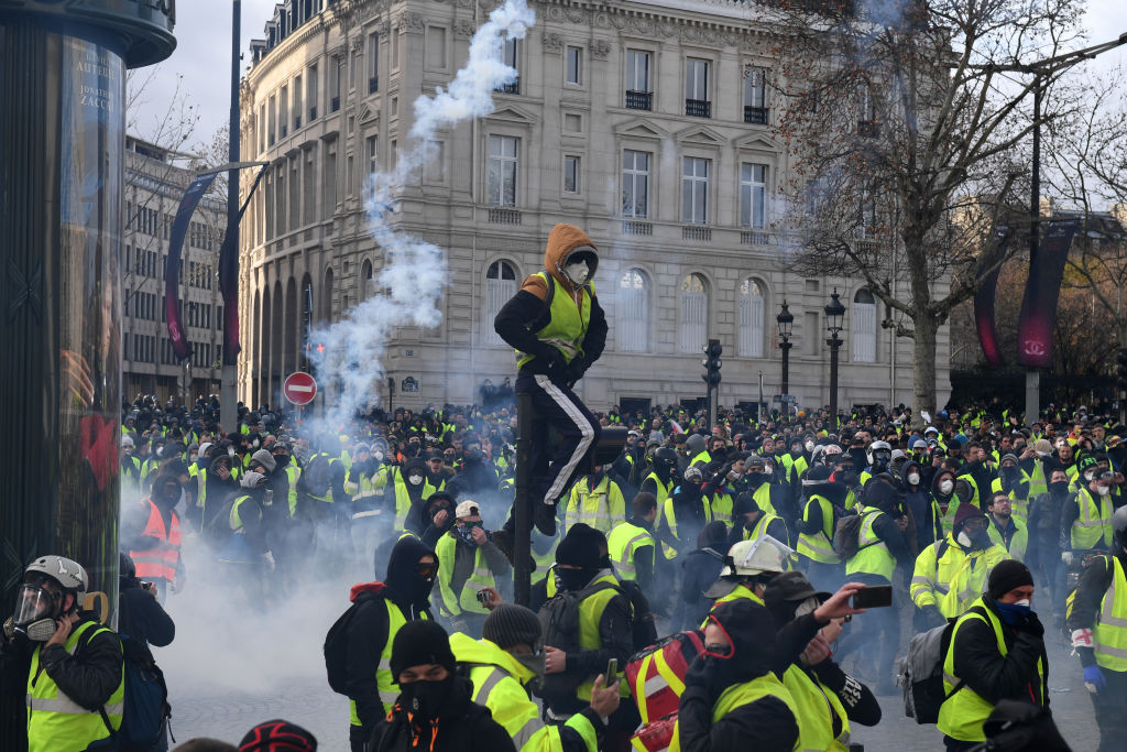 Thousands of 'yellow vests' hit French streets in fifth Saturday of protests